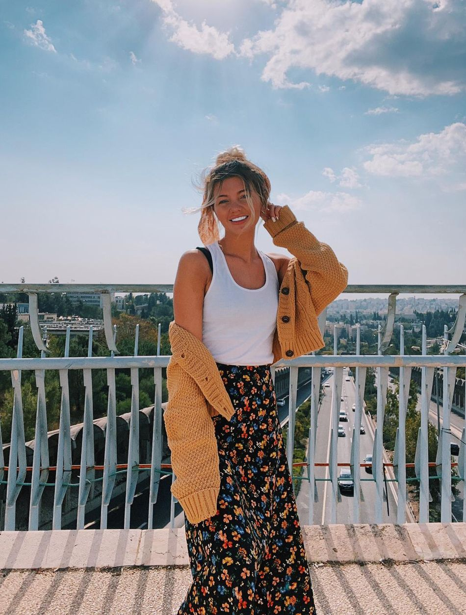 world traveler explains how she went from being a poor student to earning nearly k a month by selling her nudes online