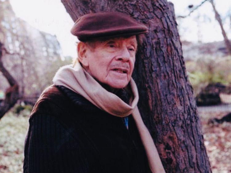 comedian jerry stiller, seinfeld star and father of ben stiller, dies aged 92