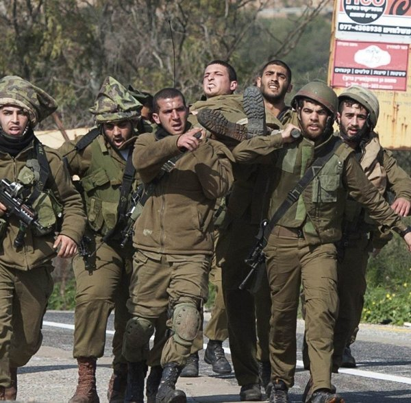 heroic female idf soldier fights off 23 terrorists after being wounded in ambush