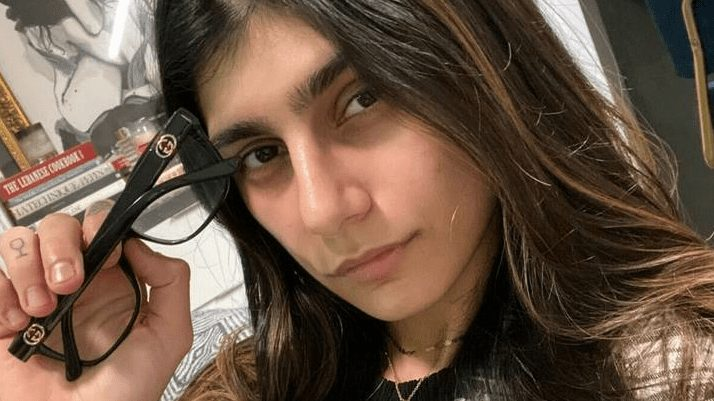 mia khalifa is auctioning off her famous glasses to raise money for beirut