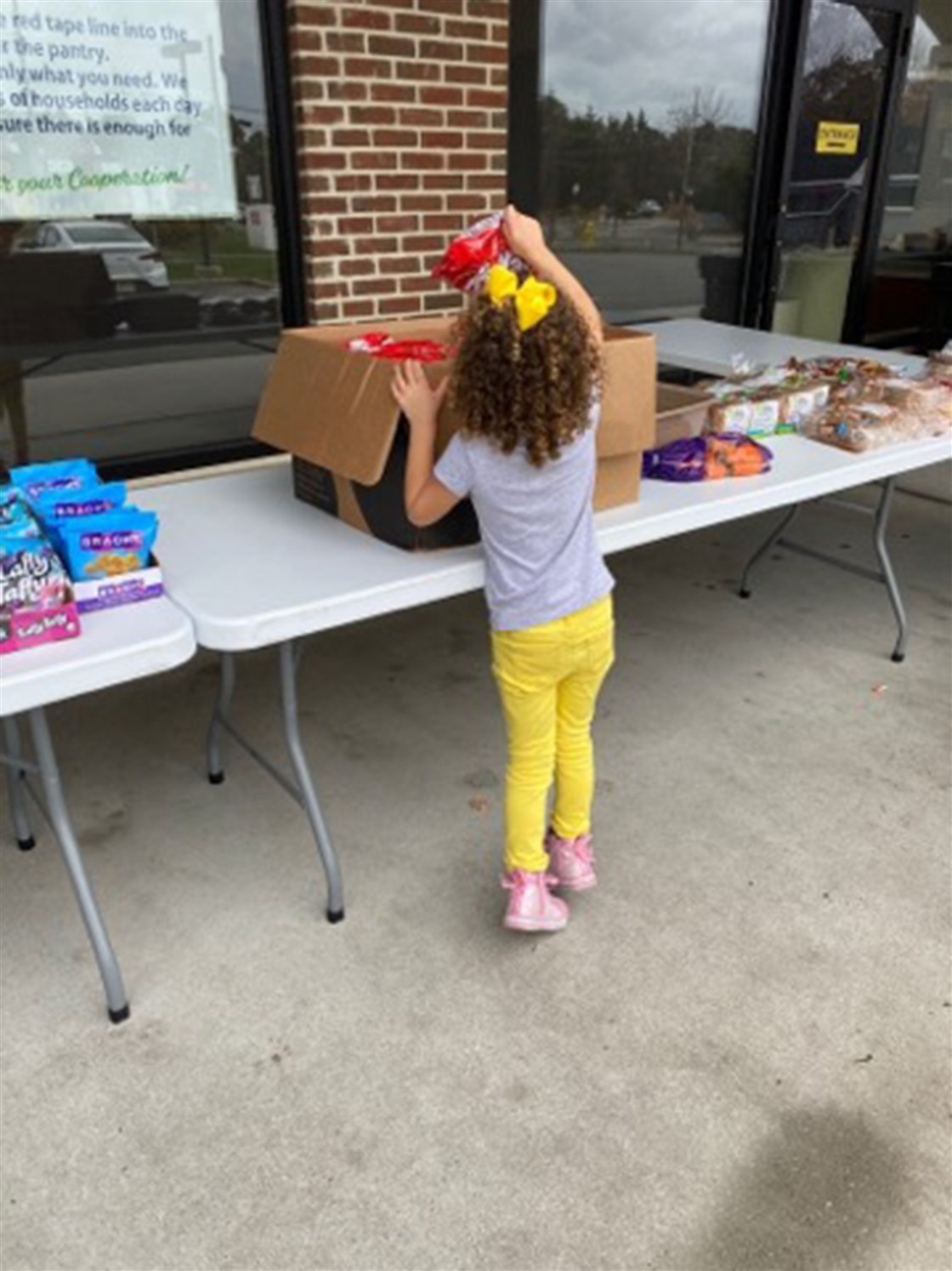 9-year-old girl cries to virtual class that she's 'starving,' local food bank steps in