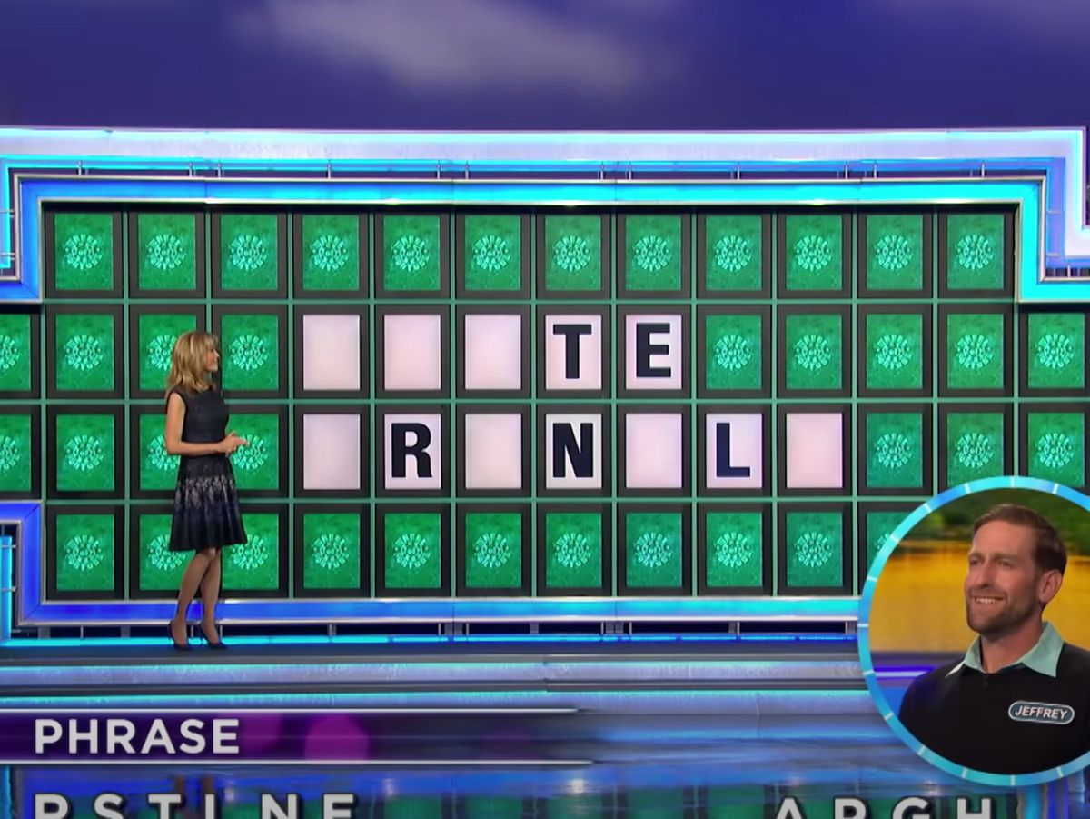 """twitter reacts after pat sajak fumbles on """"wheel of fortune"""""""