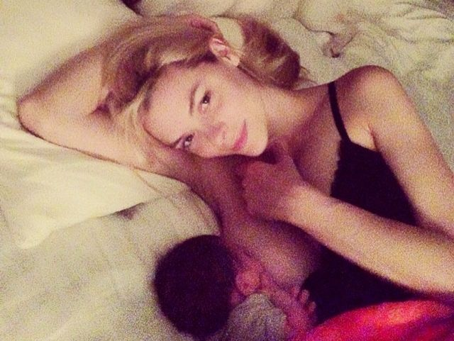 10+ Celebrity Mothers Who Aren't Afraid To Breastfeed In Public