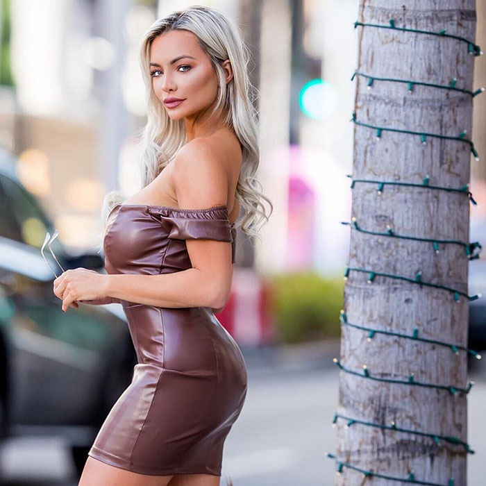 Beauty Lindsey Pelas Boasts Her Natural Body