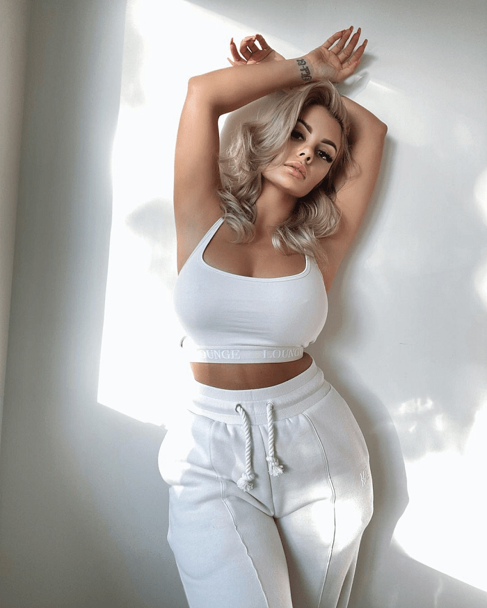 Gorgeous Model Jade Marie Showed Upside-down-dress Trend