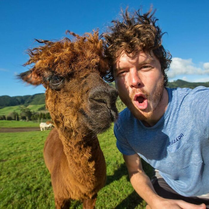 This Guy Seems To Befriend Any Animal He Meets, Here Are 30 Of His Best Selfies With Them
