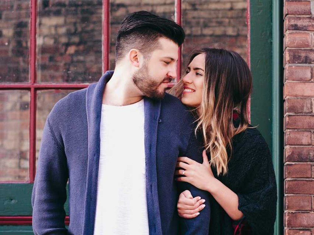 9 Signs That A Woman Is Madly In Love With You