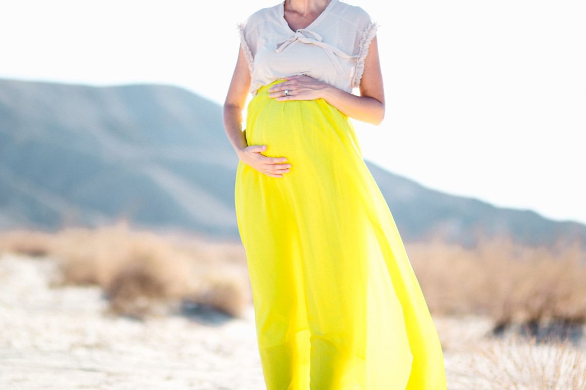 A DESERT MATERNITY SESSION BY BRANDI OF THOUGHTSBYB PHOTOGRAPHY