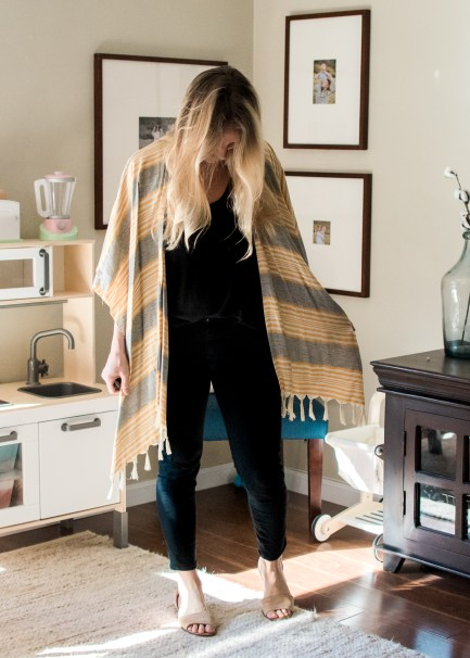 Mom Style | A weekly round up of mom friendly outfits! Get up and get dressed with Brandi of Thoughts By B!