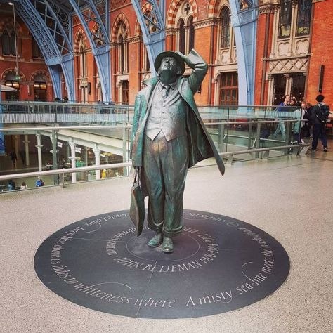 John Betjeman by Martin Jennings (St Pancras) #london #thoughtsofangel #statue #poet