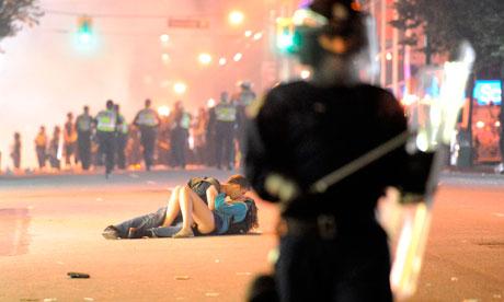 [PDF] Vancouver kiss couple