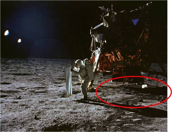 10 Reasons the Moon Landings Could Be a Hoax Listverse