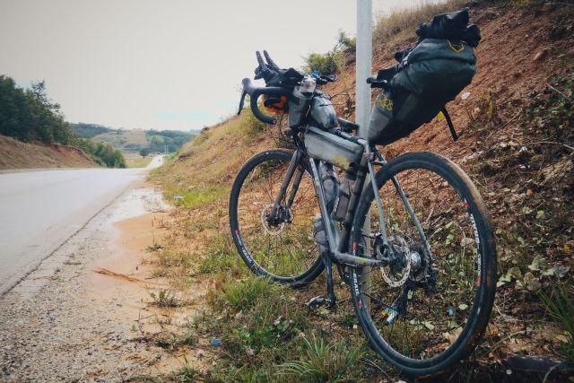 Sur les routes poussiéreuses du Kosovo