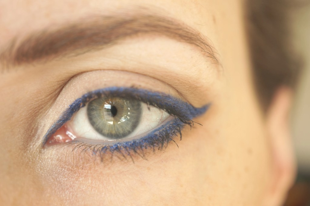 Bourjois Contour Clubbing Eyeliner in Bleu Neon 46 Review & Swatches