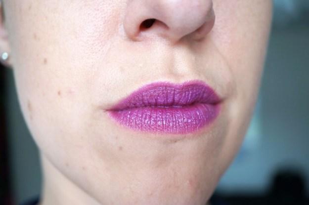 Makeup-Revolution-atomic-lipstick-magnificent
