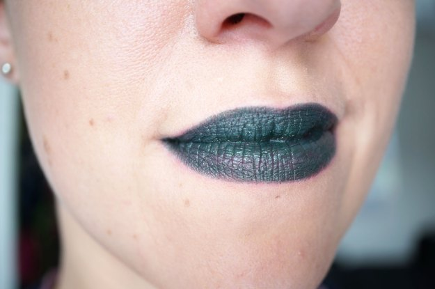 Makeup-Revolution-atomic-lipstick-serpent