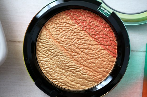mac-wash-and-dry-highlight-powder-review