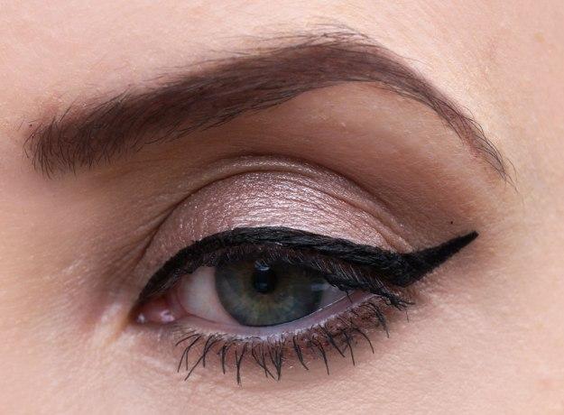 alexa-eye-makeup
