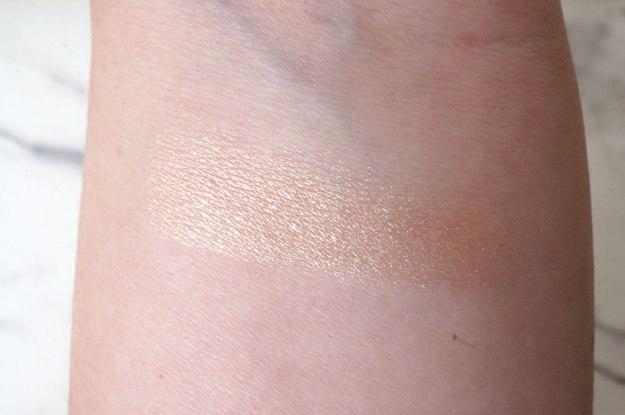 Diorskin-Nude-Air-Luminizer-Powder-swatch