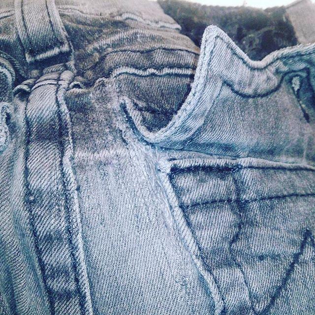 ジーパンの後ろポケットのダメージをリペア。#洋服のリフォーム #スレッド名古屋 #名古屋 #栄 #ファッション #ダメージ #リペア #truereligion from Instagram