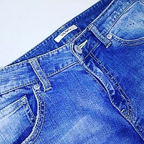 クラッシュの入ったデニムをリペアしました。横糸を追加して、雰囲気を残しつつ、裏にデニムを貼ることで足の指をクラッシュに突っ込まないようにリペアしてあります。#洋服のリフォーム #スレッド名古屋 #名古屋 #栄 #ファッション #クラッシュ #ダメージ #リペア #デニム #ジーンズ #valman from Instagram