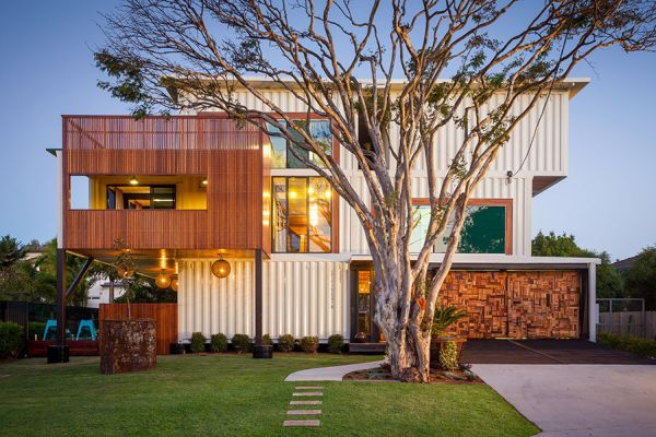 Weekend house made from 31 shipping containers & Beautiful and creative houses made from shipping containers - Three Arts