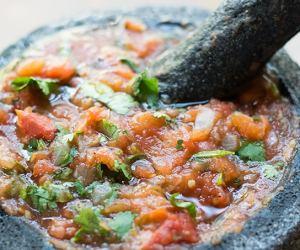 salsa in molcajete