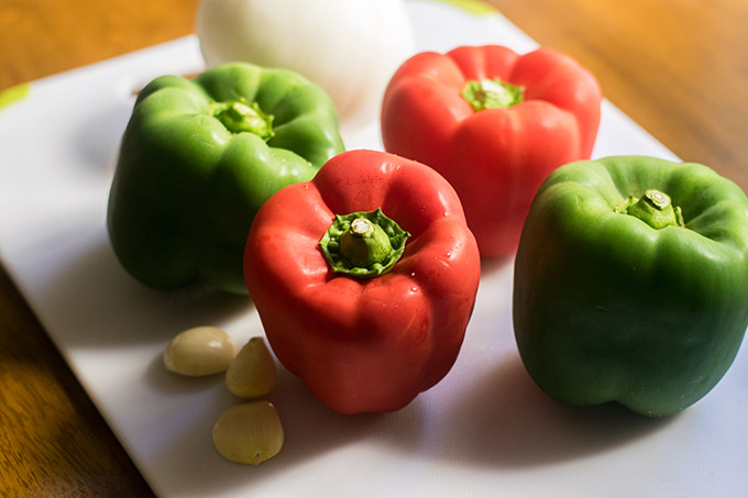 bell peppers, onion and garlic for slow cooker pepper steak and rice