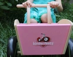 """5 Brands That Make the Best """"Unplugged"""" Toys for Toddlers"""