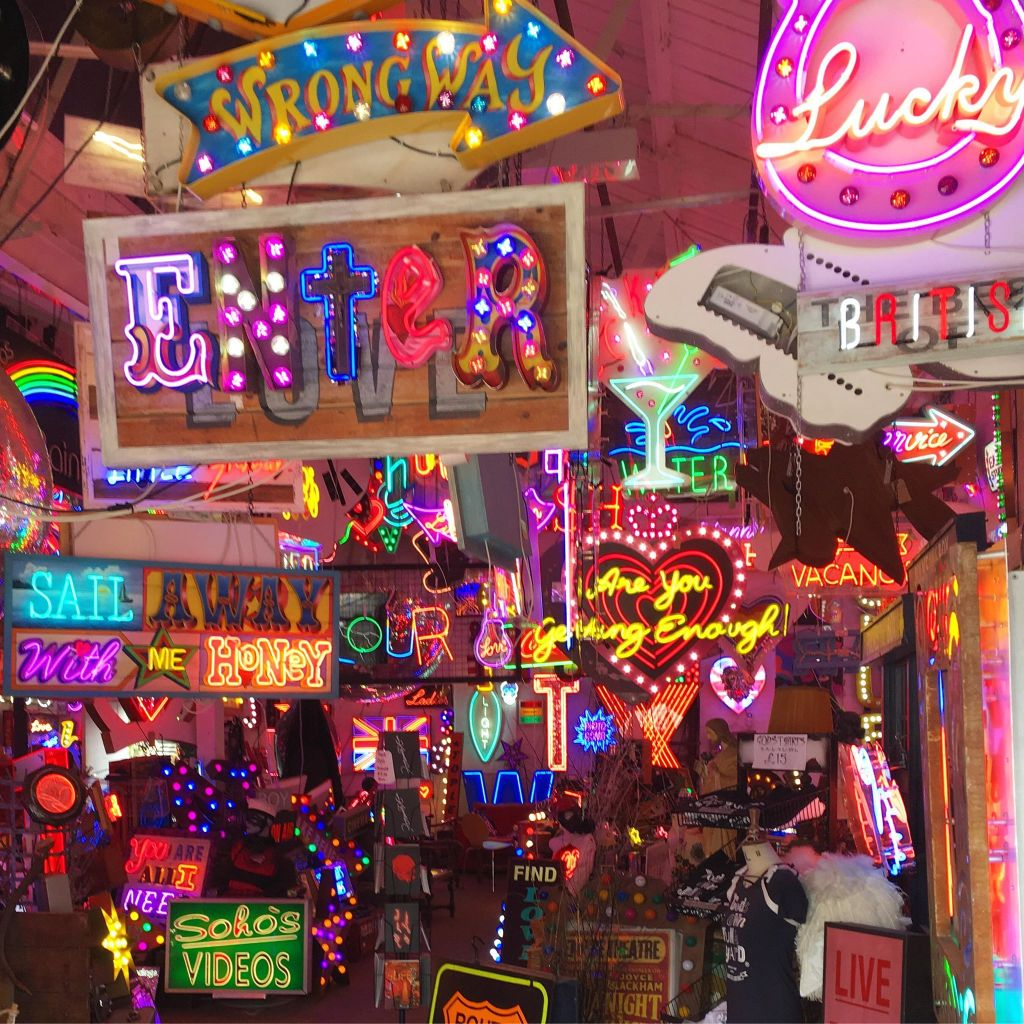 neon-signs-gods-own-junkyard-free-events-in-london