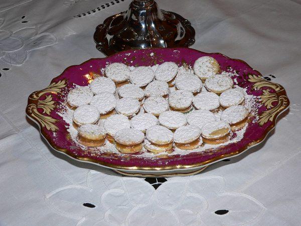 Mini alfajores - https://commons.wikimedia.org/wiki/File:Alfajores.JPG