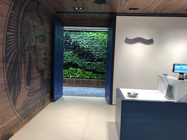 phoenix centurion lounge review