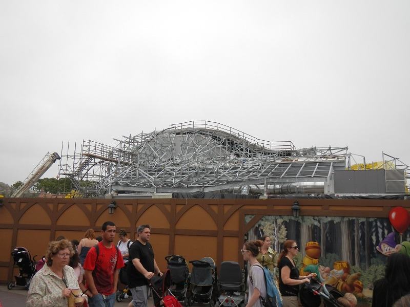 An overview of the mountain.  Lots of steel!