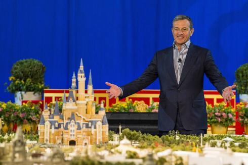 Edit Image_SHDR_Bob Iger and Shanghai Disneyland Scale Model