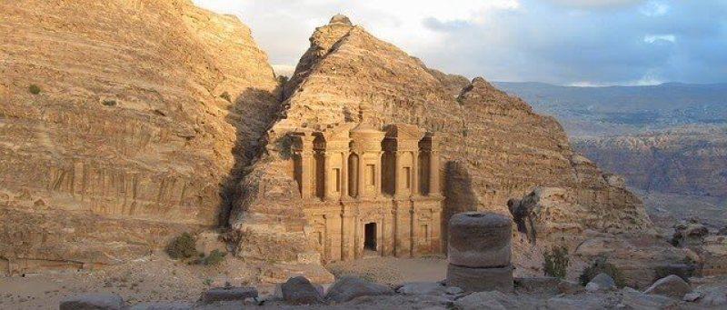 Glimpse of Petra                                     Image Source: http://bit.ly/1LM52qQ