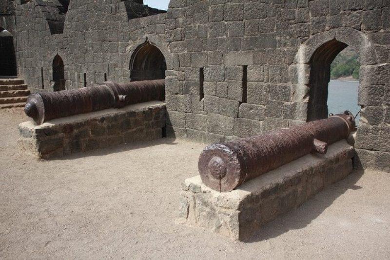 Cannons at the Janjira Fort                                        Image Credits: Vikas Rana
