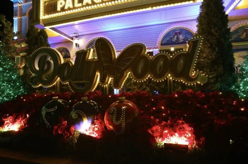 Enjoy the Magic That Is Dollywood's Smoky Mountain Christmas – Nerds and Beyond