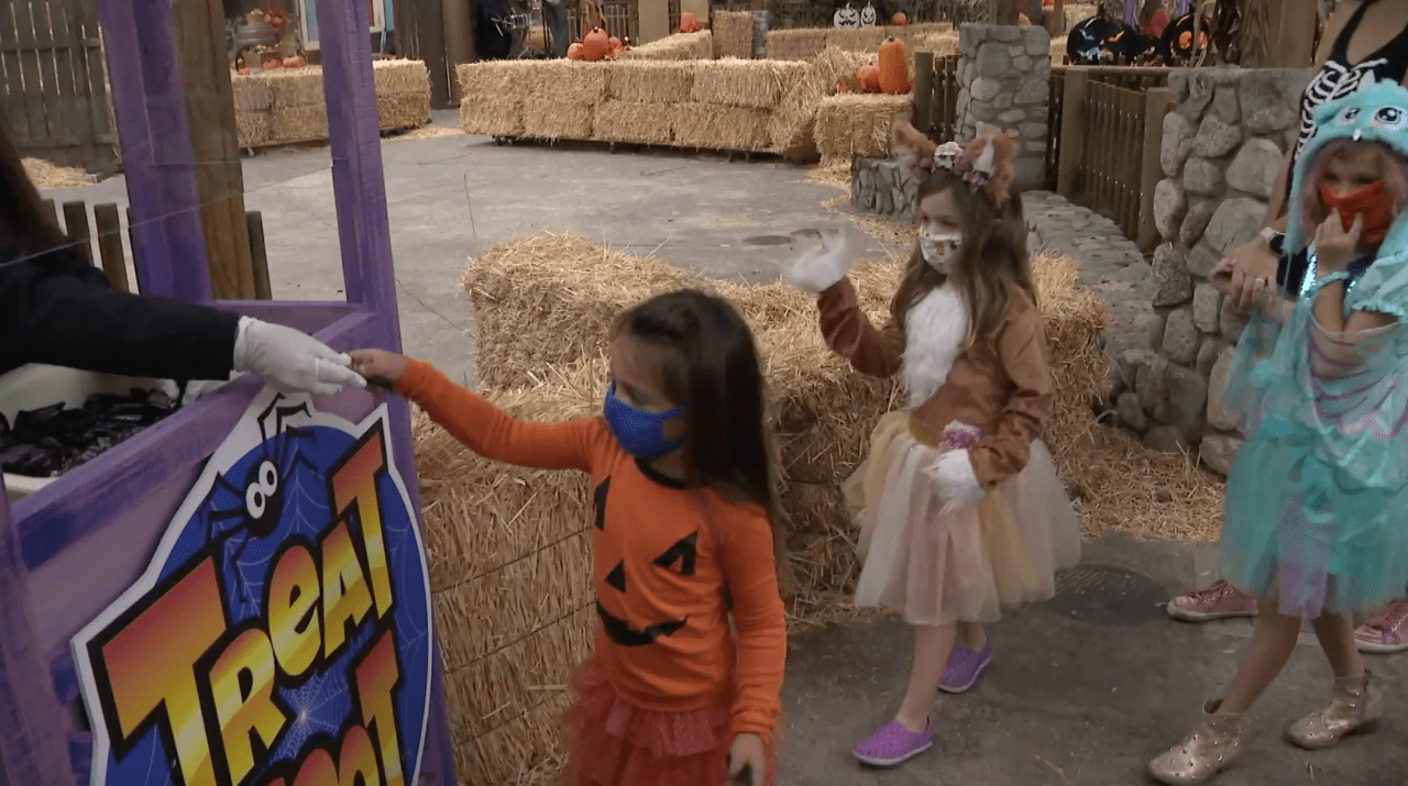 Knott's Berry Farm kicks off 'Taste of Fall-O-Ween' outdoor dining and retail experience