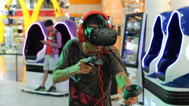 China opens first 5G virtual reality theme park