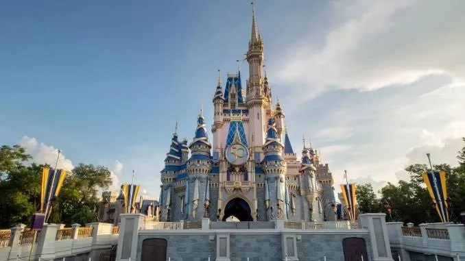 This Week in Theme Park News: Indoor Masks Return as Covid Surges in Orlando