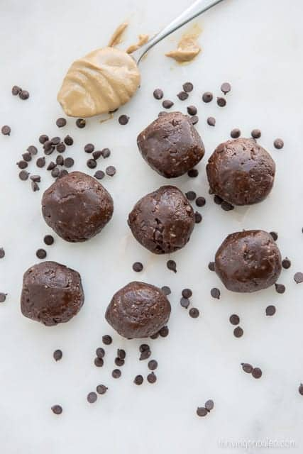 Chocolate Sunbutter Snack Balls - recipe for a Paleo, gluten-free, nut-free, dairy-free, and vegan portable snack