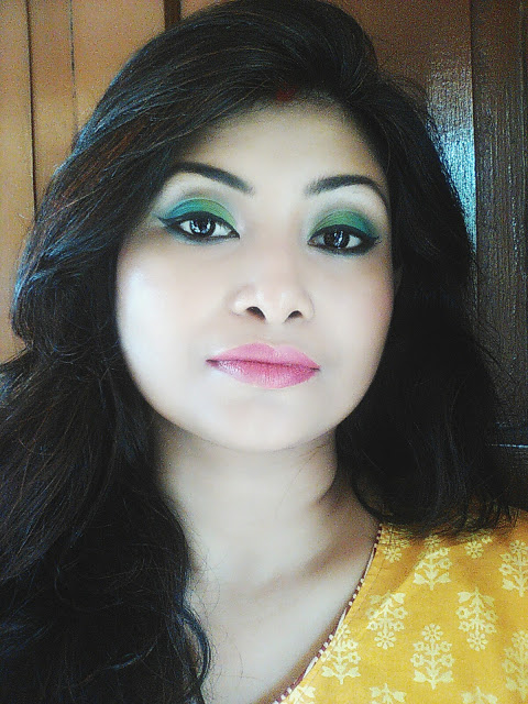 Tutorial on Green and Blue eye makeup look step by step