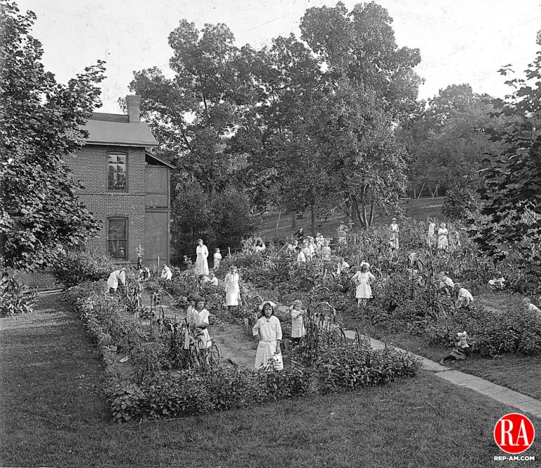 Children tend to crops at the Chase Park Gardens of Waterbury in 1917.