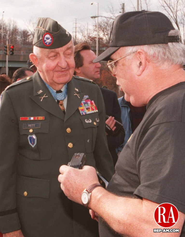 December 7, 1998 - WATERBURY - (left to right:)Col. Bob Nett, Medal of Honor Reciepient, in conversation with George Lynch of the Waterbury Veterans Memorial Committee. Photo by Tom Kabelka Republican-American