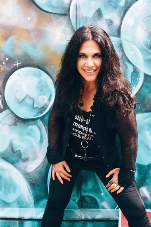 Photo of blues rock musician, Sari Schorr