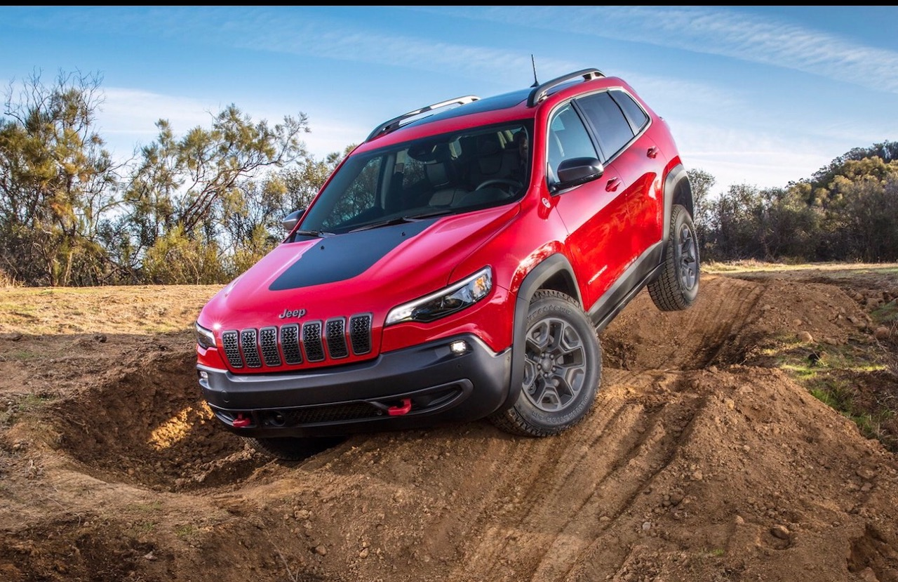 Review of the 2019 Jeep Cherokee Trailhawk Elite | ThruMyLens