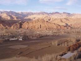 Blick über das Bamian-Tal auf den zerstörten Großen Buddha...