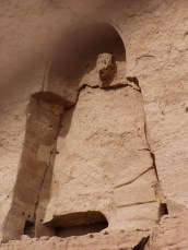Der zerstörte mittlere, kleine Buddha