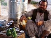 Teeverkäufer auf dem Markt in Kandahar.