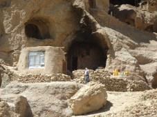 Höhlenschule in einem Bamianer Vorort.